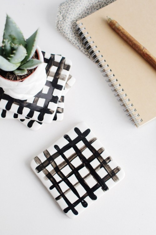 Easy DIY Crisscross Coasters From Tiles