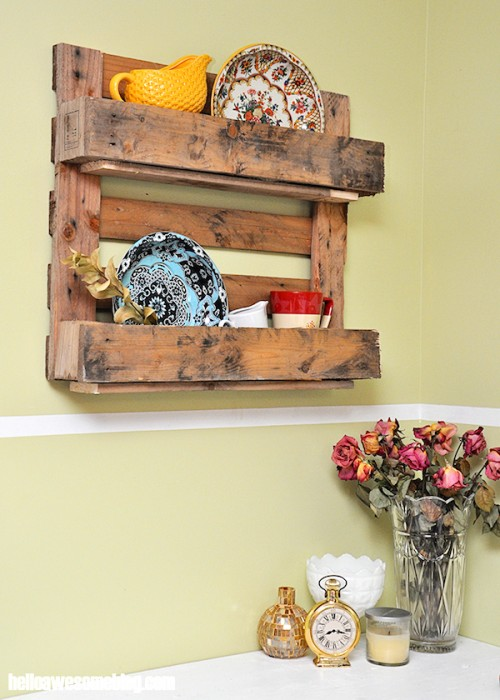 Easy DIY Decorative Pallet Shelf