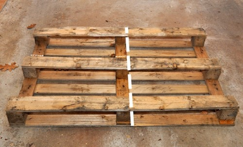 easy diy decorative pallet shelf shelterness
