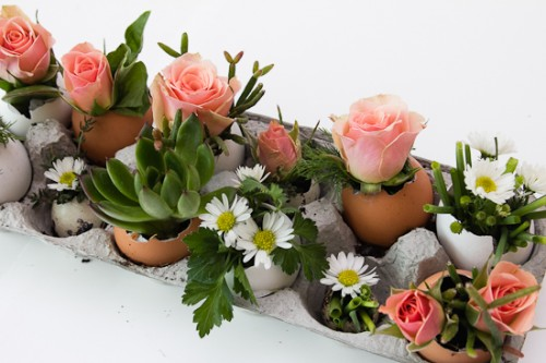 egg-static centerpiece (via paperyandcakery)