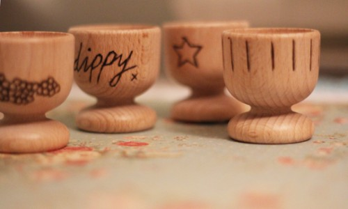burned wood egg cups (via archieandtherug)
