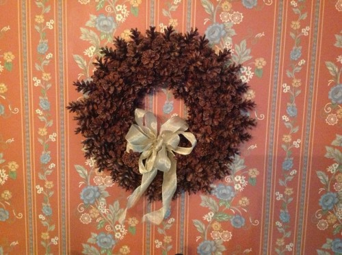 pinecone wreath without gluing or wiring (via 3houses)