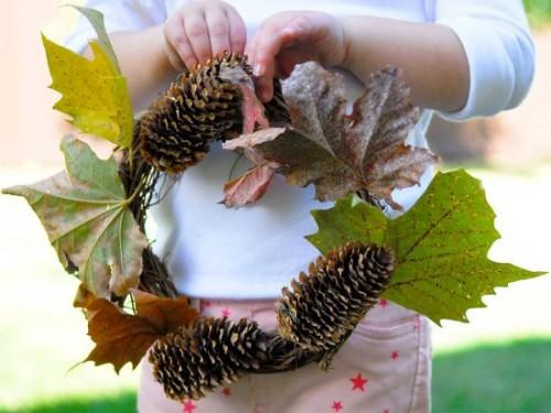 fall pinecone wreath (via kiwicrate)