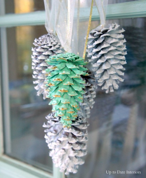 Easy DIY Festive Pinecone Swag