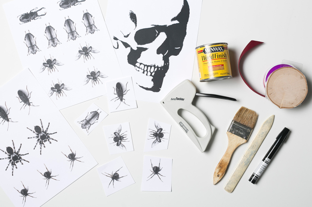 Picture Of easy diy halloween transfer wood plaques  2