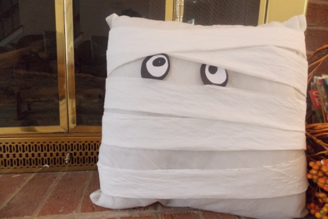 Easy Diy Mummy Pillow For Halloween