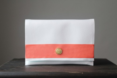 Easy DIY No Sew Vinyl Clutch