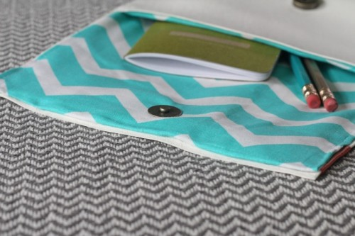Easy Diy No Sew Vinyl Clutch Shelterness