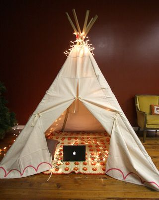 sewing a teepee for your kids (via shelterness)