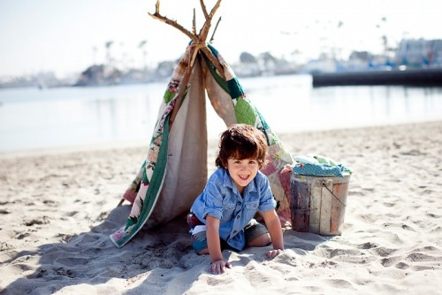 beach kids tent (via kristineldridge) & 9 Easy DIY Outdoor Tents and Teepees - Shelterness
