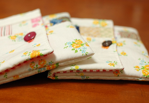patchwork button pouch (via mairuru)