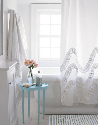 waves of ruffles curtain (via create-enjoy)