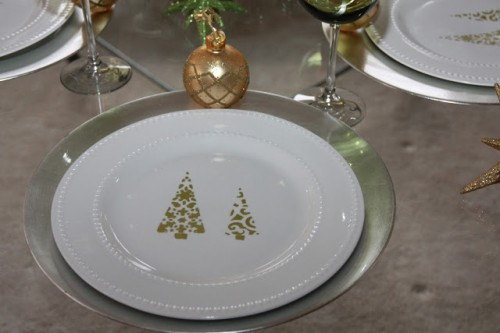 Christmas tree-patterned plates (via foodlaughterandhappilyeverafter) & 10 Easy To Realize Christmas Tableware Ideas - Shelterness