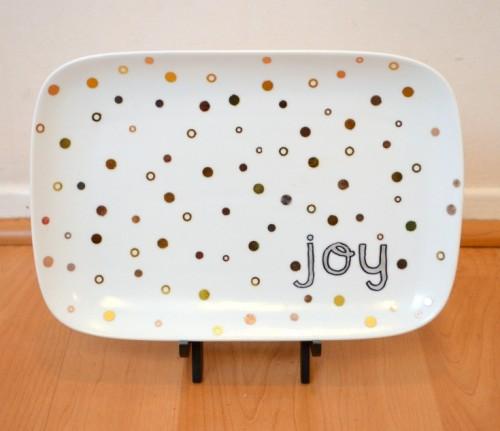 joy Christmas plate  (via oneartsymama)