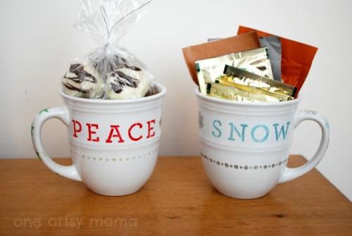 stenciled Christmas mug (via oneartsymama)