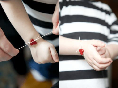 simple DIY heart bracelet (via ohhappyday)