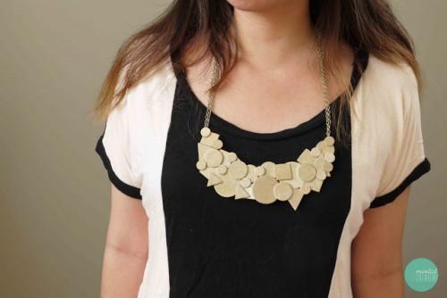 wooden shapes necklace (via mintedstrawberry)