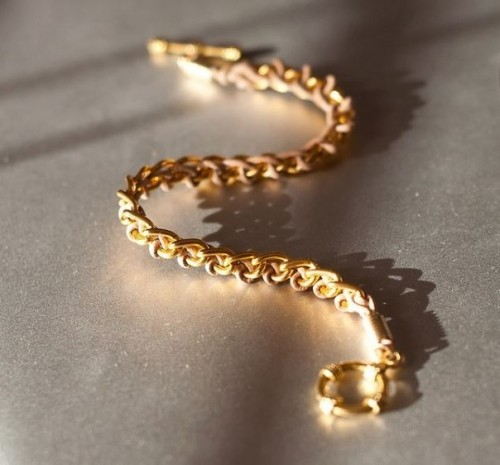 Elegant DIY Bracelet Of A Chain And A Lace