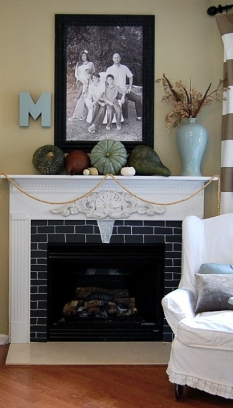 Even the simplest pumpkin arrangement would make a mantel looks seasonal  and awesome. Although we