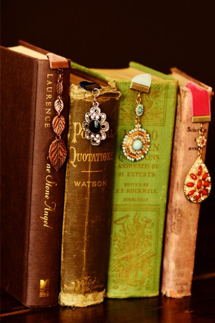 Exquisite DIY Bookmarks With Jewelry