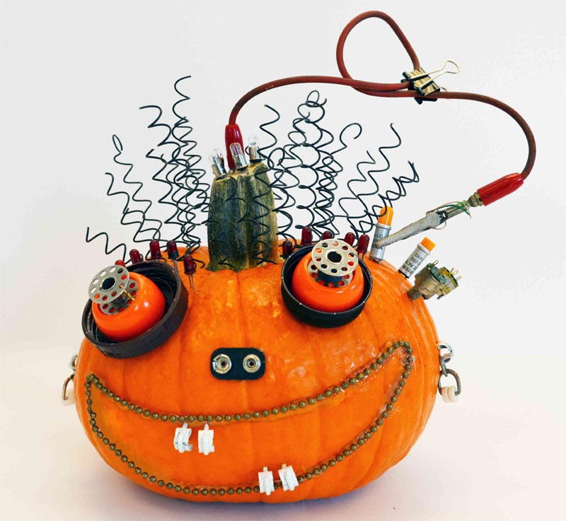 Extremly Cool Halloween Pumpkin Made Of Junk