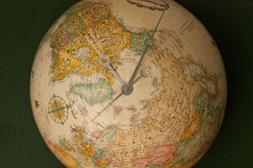 Eye Candy For Travellers: Unique DIY Globe Clock