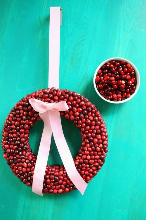 cranberry wreath (via abeautifulmess)