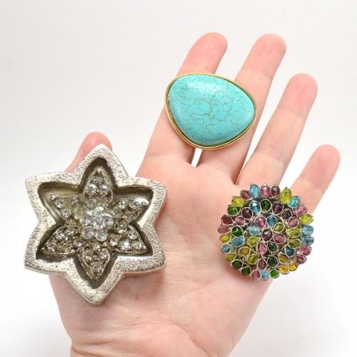 jewel knobs (via dreamalittlebigger)