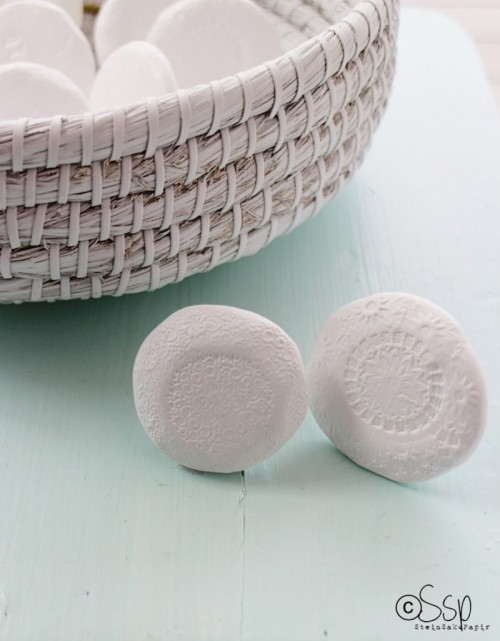 doily stamped knobs (via sakssteinpapir)