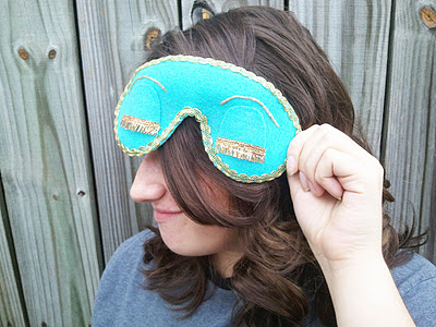 turquoise masquerade mask (via carryon-carryon)