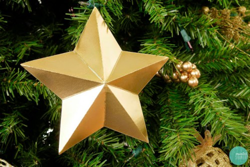 gold cardboard star ornaments (via mintedstrawberry)