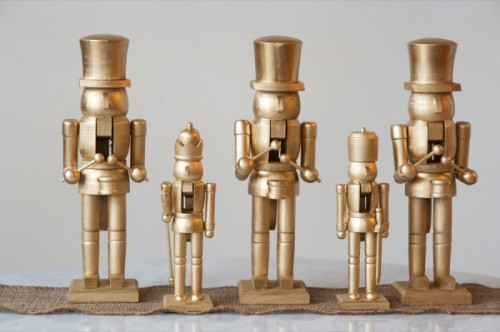 gold nutcrackers (via thesweetestoccasion)