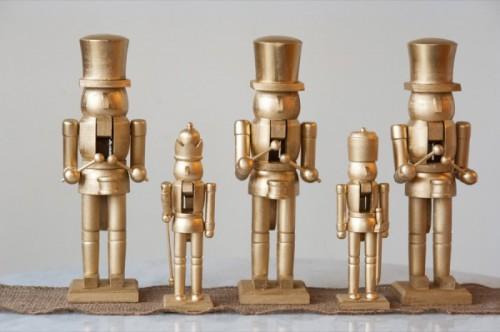 gold nutcrackers (via thesweetestoccasion)