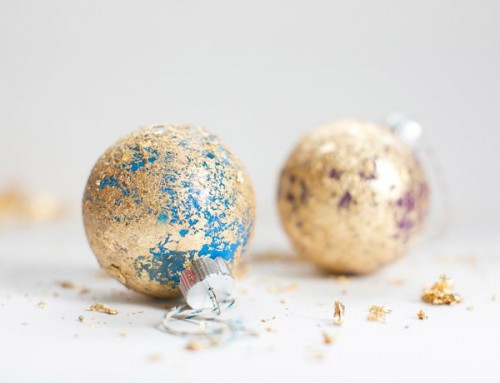 easy Christmas gold leaf ornaments (via crafts)