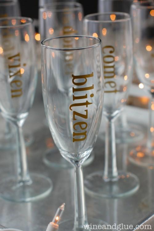 gold holiday champagne glasses (via wineandglue)