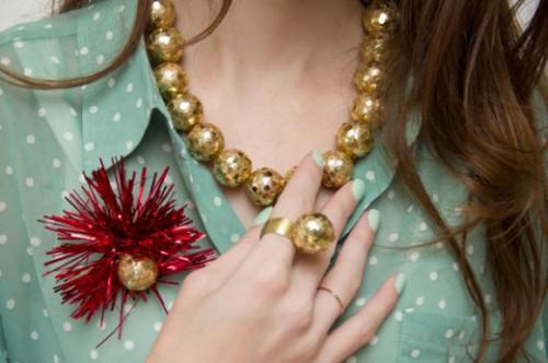 gold bauble necklace (via blog)