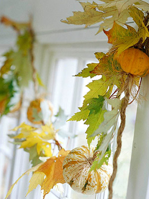 a natural fall garland of fall leaves and mini pumpkins is a cool decoration that you can easily make yourself