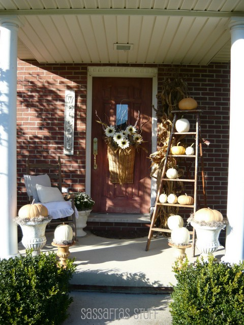 Picture of fall front porch decorating ideas for Fall patio decorating ideas