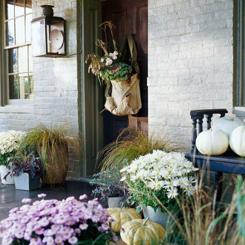Bag with grass and flowers is one more thing you can hang on your front door.