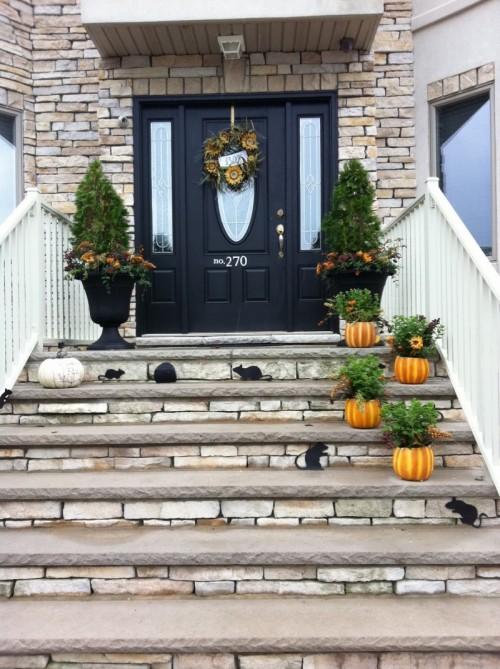 120 fall porch decorating ideas shelterness for Front door steps ideas