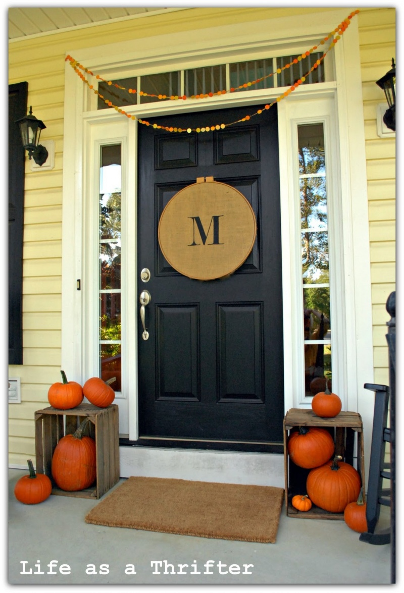 Picture of fall front porch decorating ideas for Front door decor