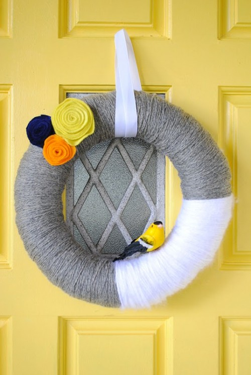 DIY yarn wreaths are easy to make and won't hurt you budget. Besides, you have lots of possibilities if you're making one.
