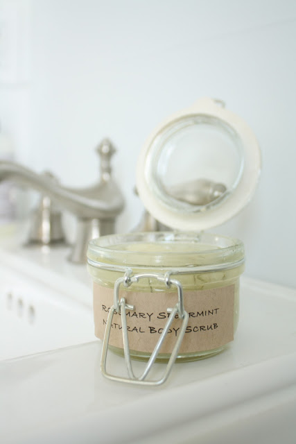 gift sugar scrub (via julieblanner)