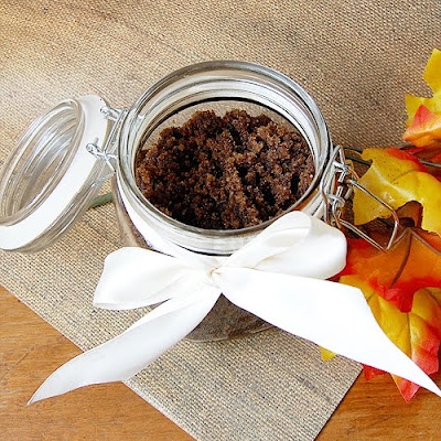 pumpkin spice latte body scrub (via craftinomicon)