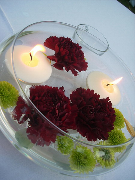 37 floating flowers and candles centerpieces shelterness for Floating flowers in water