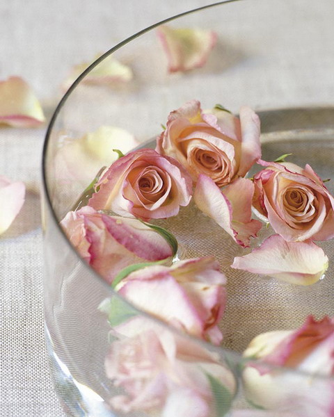 Floating roses could become a great addition to any wedding.