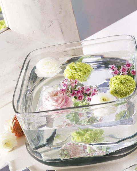 Even a simple glass food container could be used to create a gorgeous floating floral centerpiece.