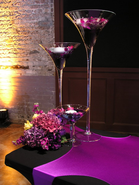 You can create beautiful floating flower centerpieces combining several glasses in different sizes.