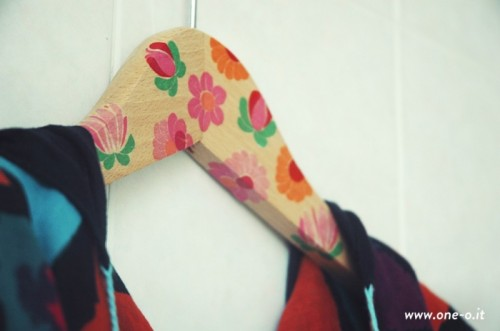 floral printed hanger (via one-o)