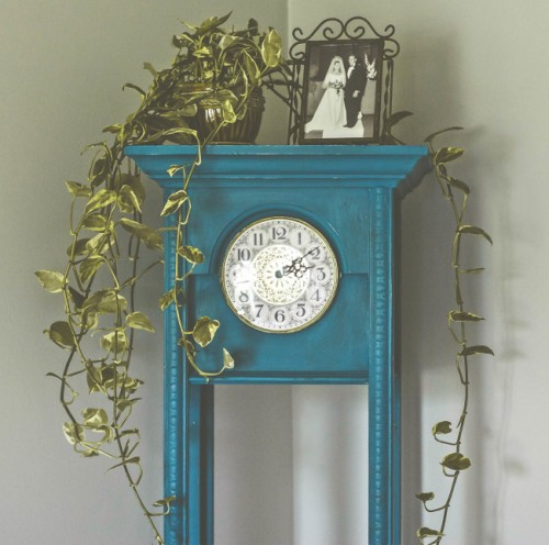 painted clock case diy (via offbeatandinspired)